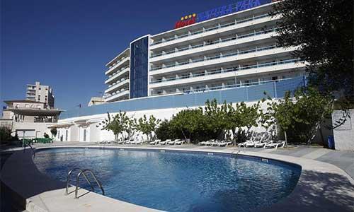 Hoteles para ni os en coma ruga hoteles para ir con for Hoteles familiares cataluna
