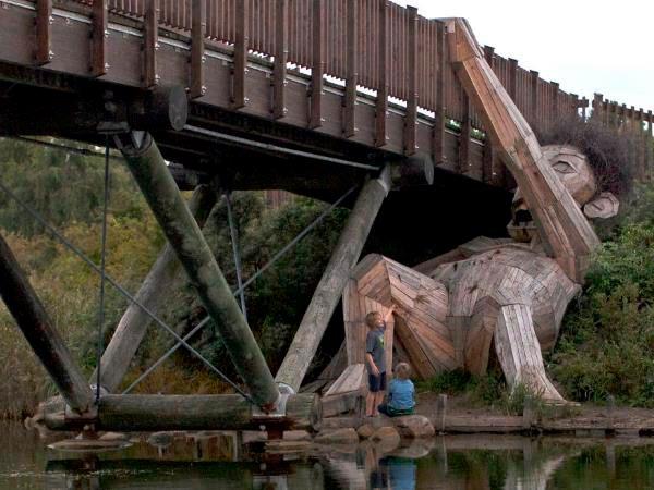 Oscar Under the Bridge